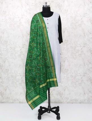 美丽的绿色花纱布Dupatta