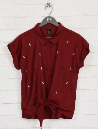 Deal maroon thread work cotton top