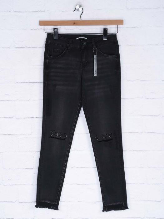 Deal Present Black Color Whiskered Denim Casual Jeans
