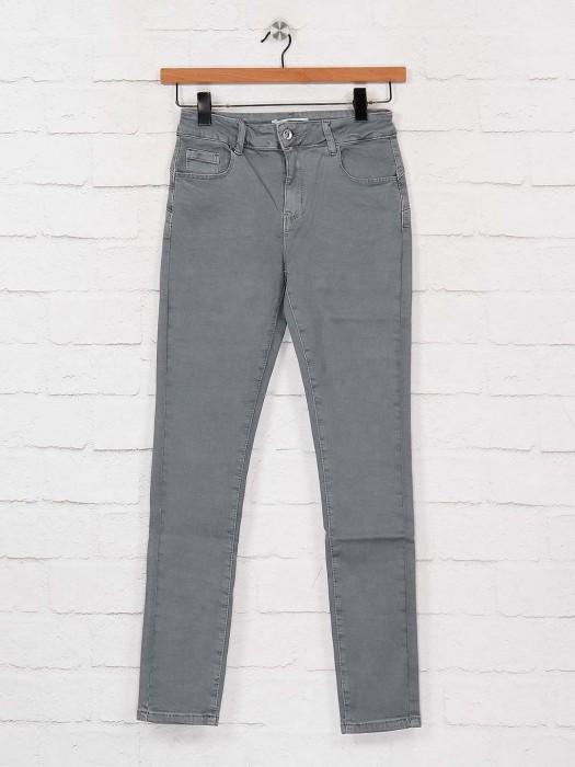 Deal Solid Grey Color Slim Fit Denim Jeans
