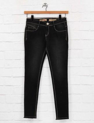 Black color denim skinny fit jeans