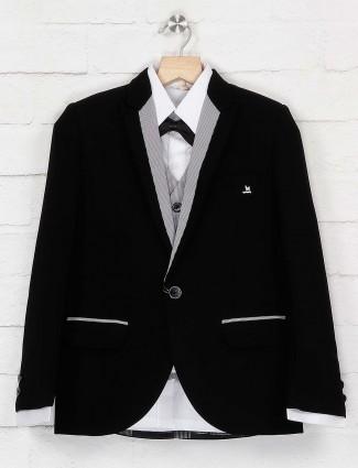 Black color solid peack lapel collar tuxedo suit