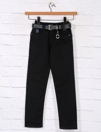 Black solid denim slim fit jeans