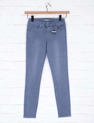 Deal blue color solid skinny fit denim jeans