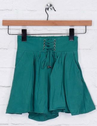 Deal green color cotton casual shorts