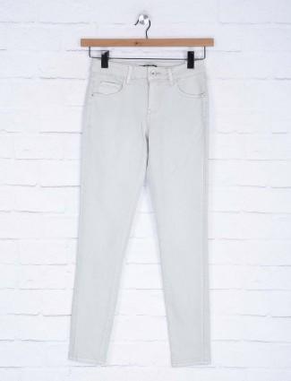 Deal plain white color stretchable denim jeans
