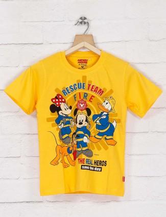 Giraffe bright yellow cartoon printed t-shirt