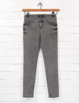 Grey color solid slim fit regular denim jeans