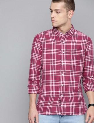 Levis linen magenta checks shirt