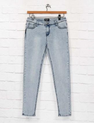 Light blue denim solid slim fit jeans