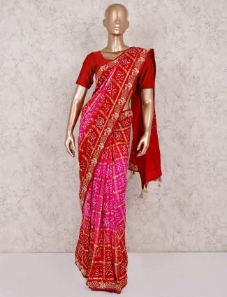 红色和洋红色的bandhej纱丽