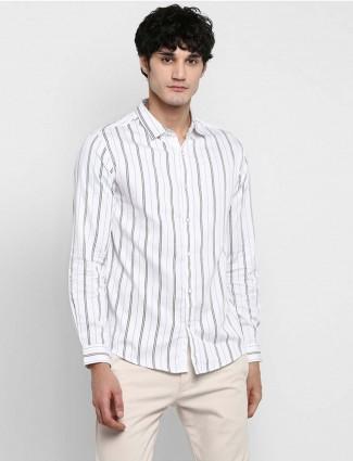 Spykar修身立领白色条纹衬衫