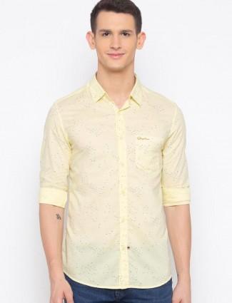 Spykar slim fit yellow printed shirt