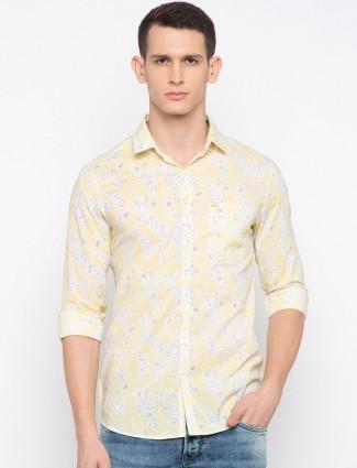 Spykar yellow printed slim collar shirt