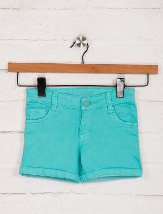 Stilomoda展示纯色浅绿色短裤