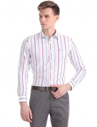 US Polo白色条纹图案衬衫