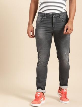 Benetton的United Colors紧身版型水洗深灰色牛仔裤