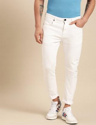 贝纳通United Colors纯白色牛仔裤