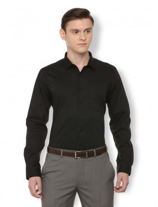Van Heusen black solid cotton shirt