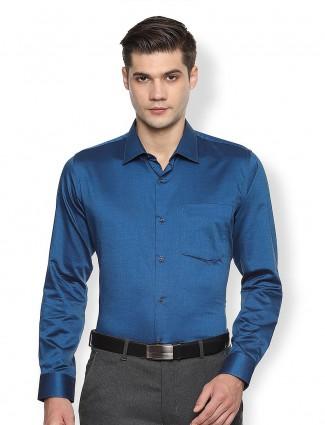 Van Heusen blue solid full sleeves shirt