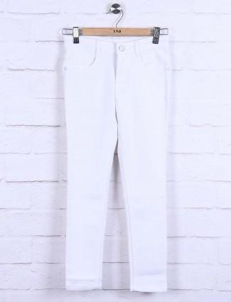 White color denim skinny fit jeans